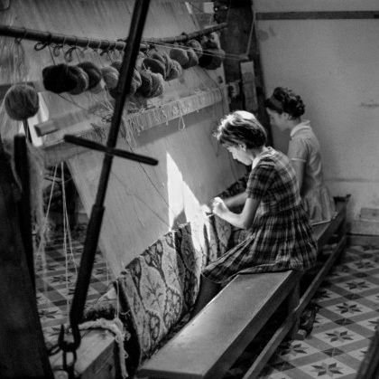 Two girls are weaving a rug at the Carpet School in the old catholic neighborhood of Fira. Robert McCabe The simplistic Santorini of the '50s 15 - tripatricks linking people to adventure