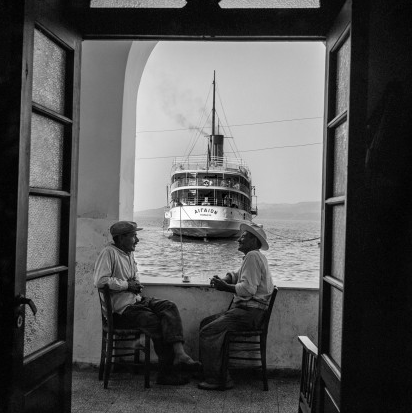 The Aegean anchored in Gialos. Robert McCabe The simplistic Santorini of the '50s 4 - tripatricks linking people to adventure