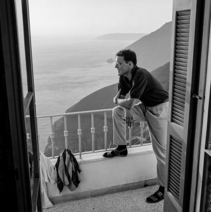Charles McCabe at the Atlantis Hotel in 1963. Robert McCabe The simplistic Santorini of the '50s 7 - tripatricks linking people to adventure