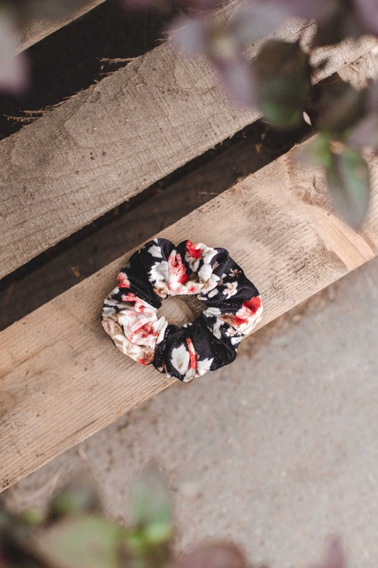 SCRUNCHIE SQUAD | Black Floral