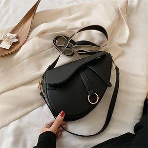 Saddle Sac tendance Diagonal Fashion Noir pour Ladies existe en 3 couleurs