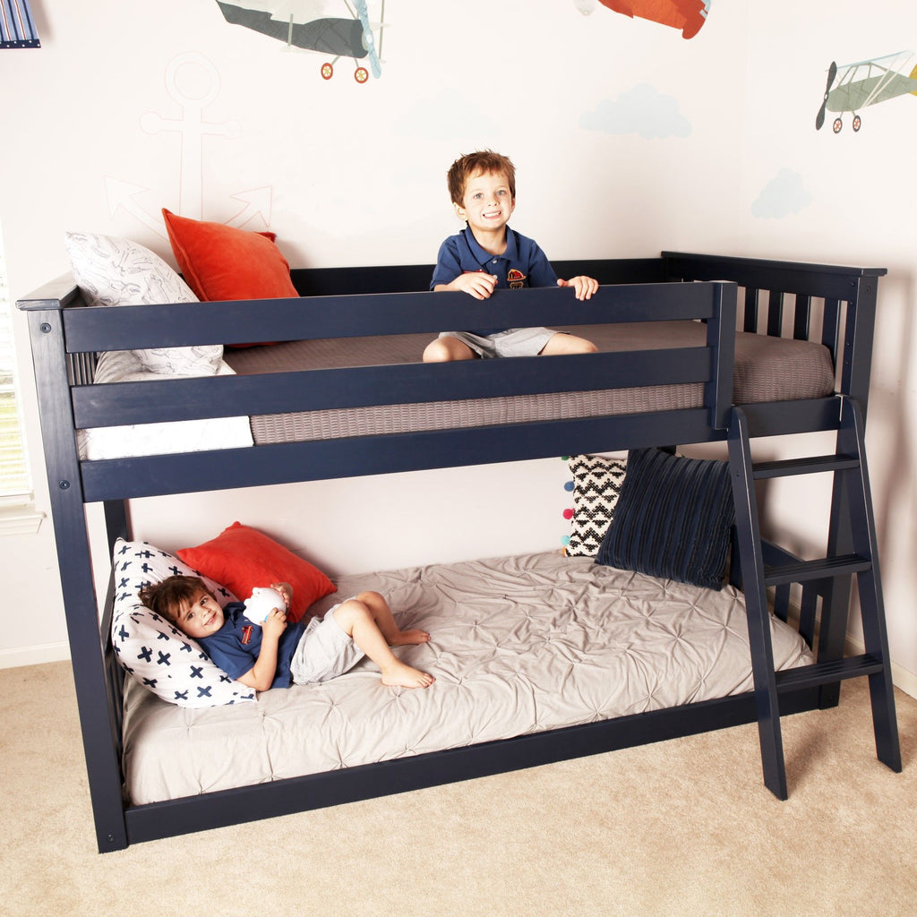 Max & Lily Kid's Twin Over Twin Size Low Bunk Bed Bunk Beds