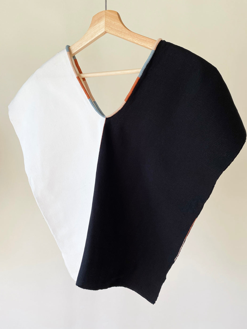 Agnes Top Black & Natural