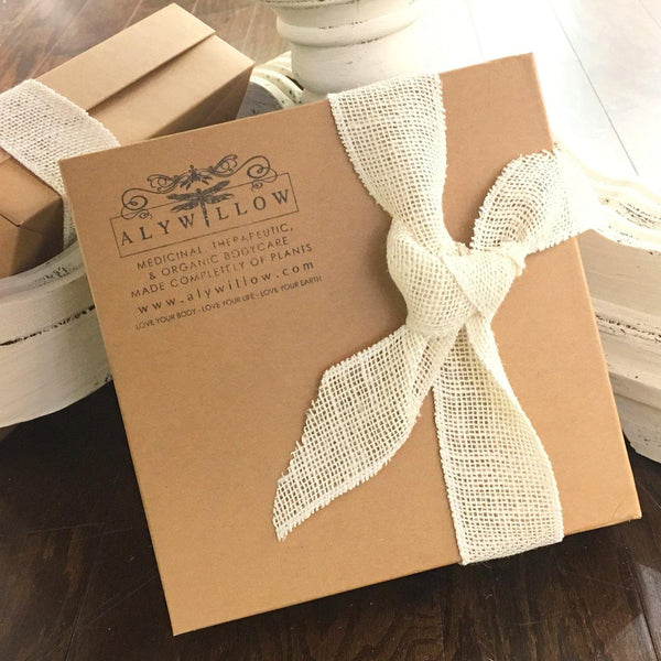 Gift Box and Bow - Alywillow