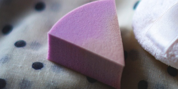 Disposable makeup sponges minimize the risk of spreading cold sores.