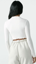 Load image into Gallery viewer, Scallop Crew Long Sleeve - Lindsey's Kloset