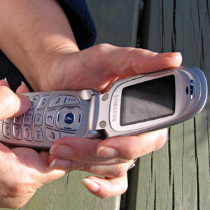 Flip Phone Vs Smartphone. The Details and Guide.