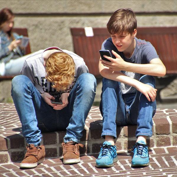 Kids and Cellphones:  When Should My Child Get A Phone? Parents Guide