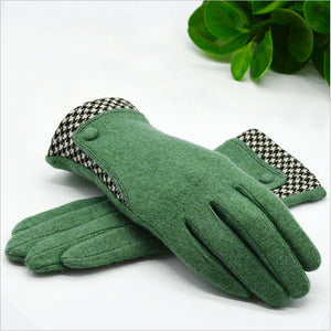 Wool Gloves with Minimal Plaid Pattern