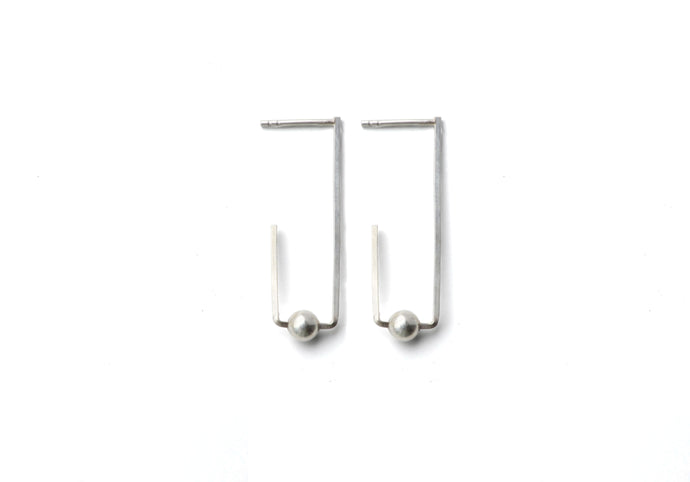 Square outline and sphere earrings - silver