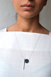 Dash and onyx circle necklace - silver
