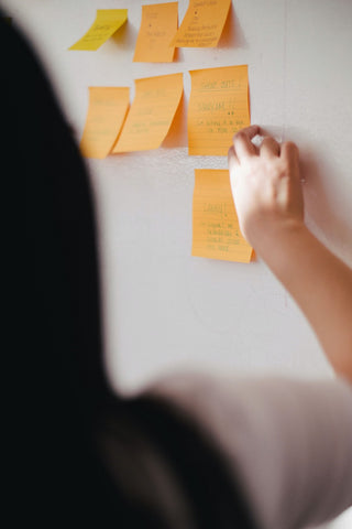 What is the purpose of a meeting agenda?