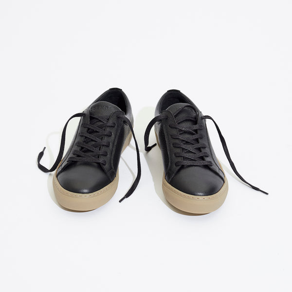 Legends Resort Classic Sneakers in black leather with gum sole