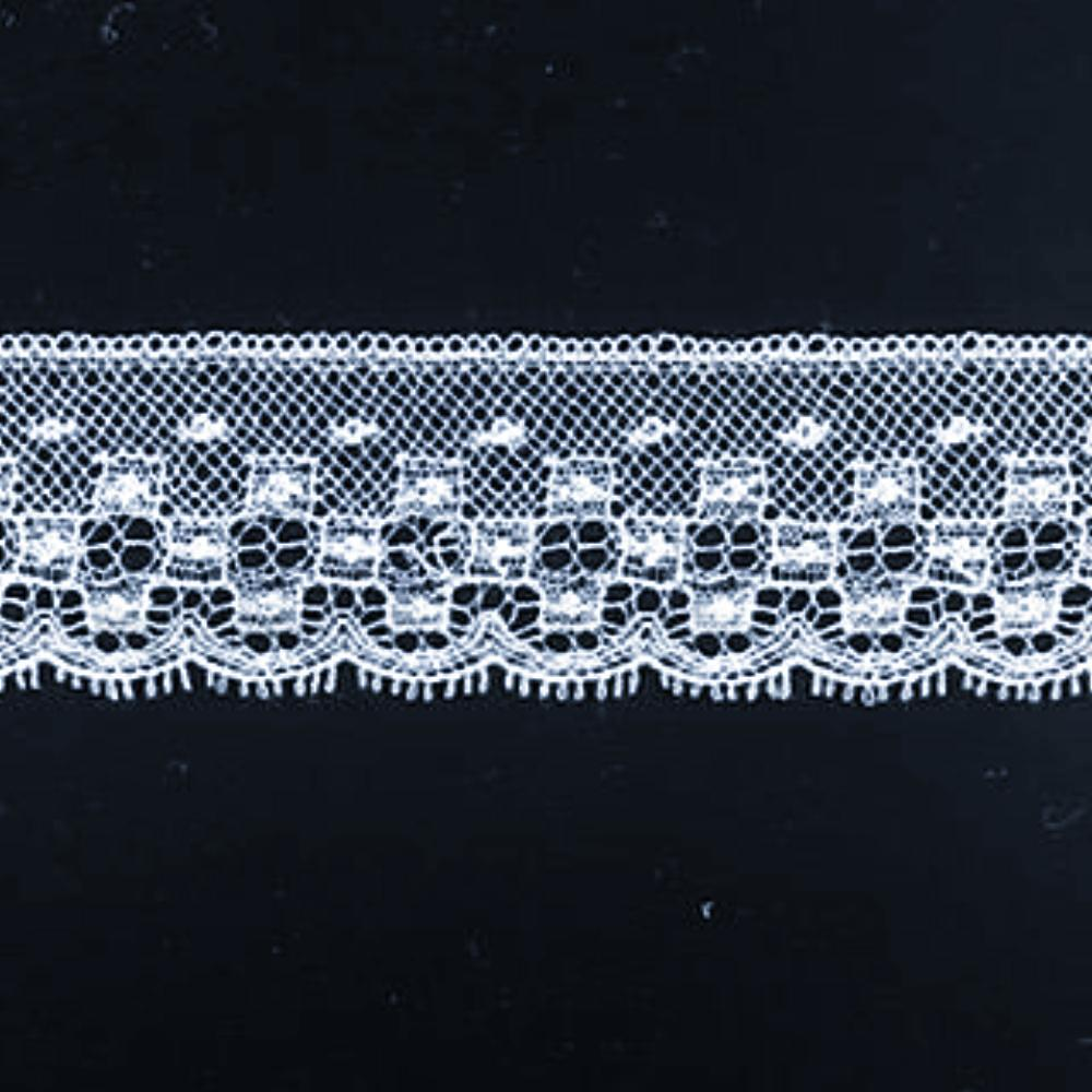 L-463 White and Ivory - Lace Edging - 25mm Square Design.
