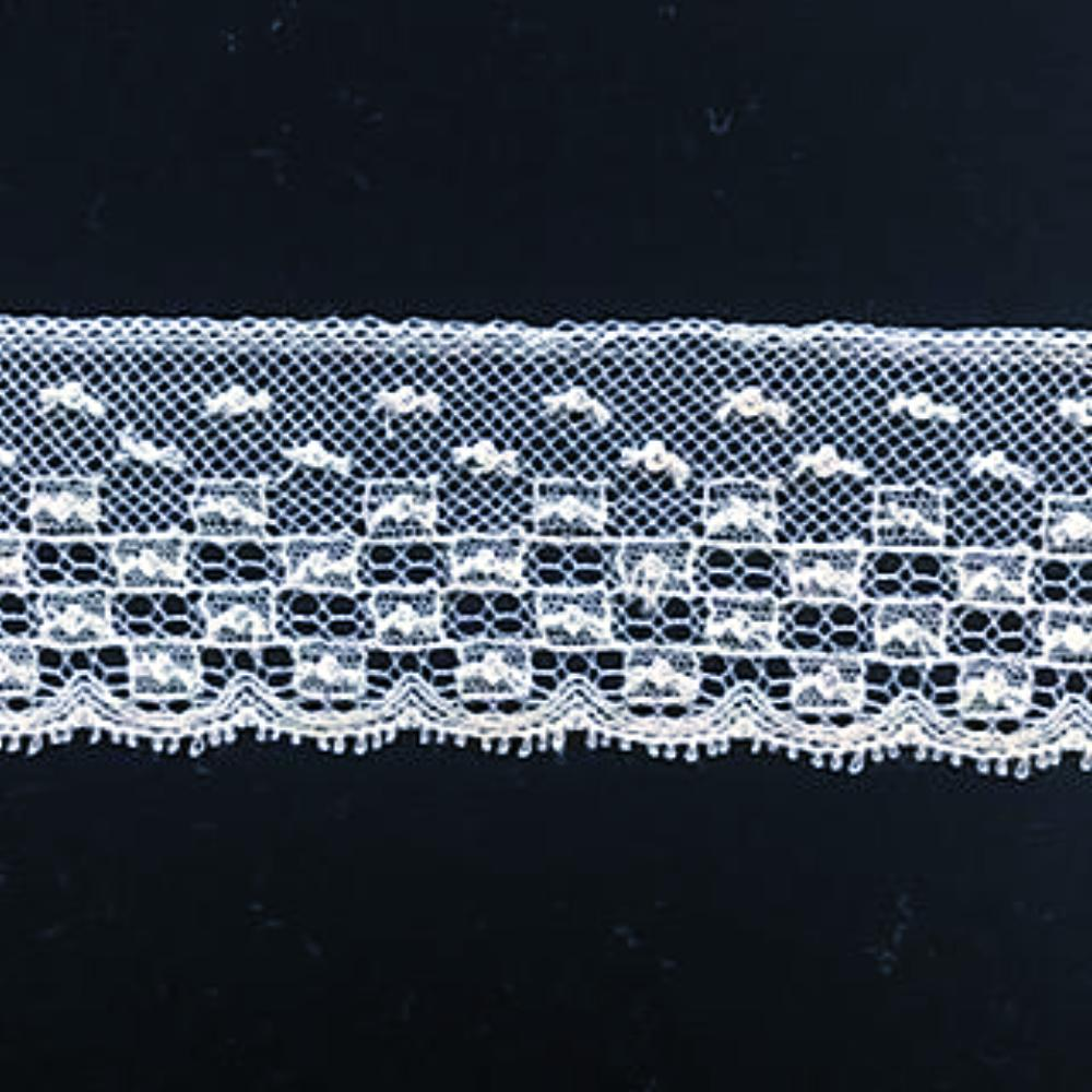 L-464 White and Ivory - Lace Edging - 35mm Square Design.