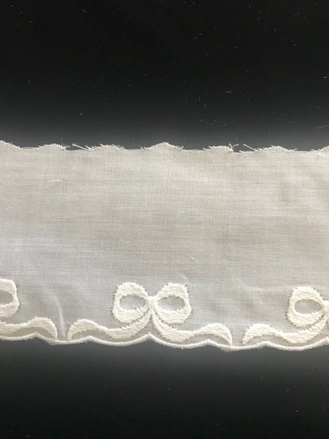 E-94 White 60mm Swiss Cotton Embroidery Edging - Bow Edging
