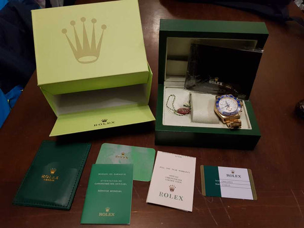 replica-rolex-oyster-perpetual-cosmograph-boxed-and-certifield-Motivations-For-Luxury-Life