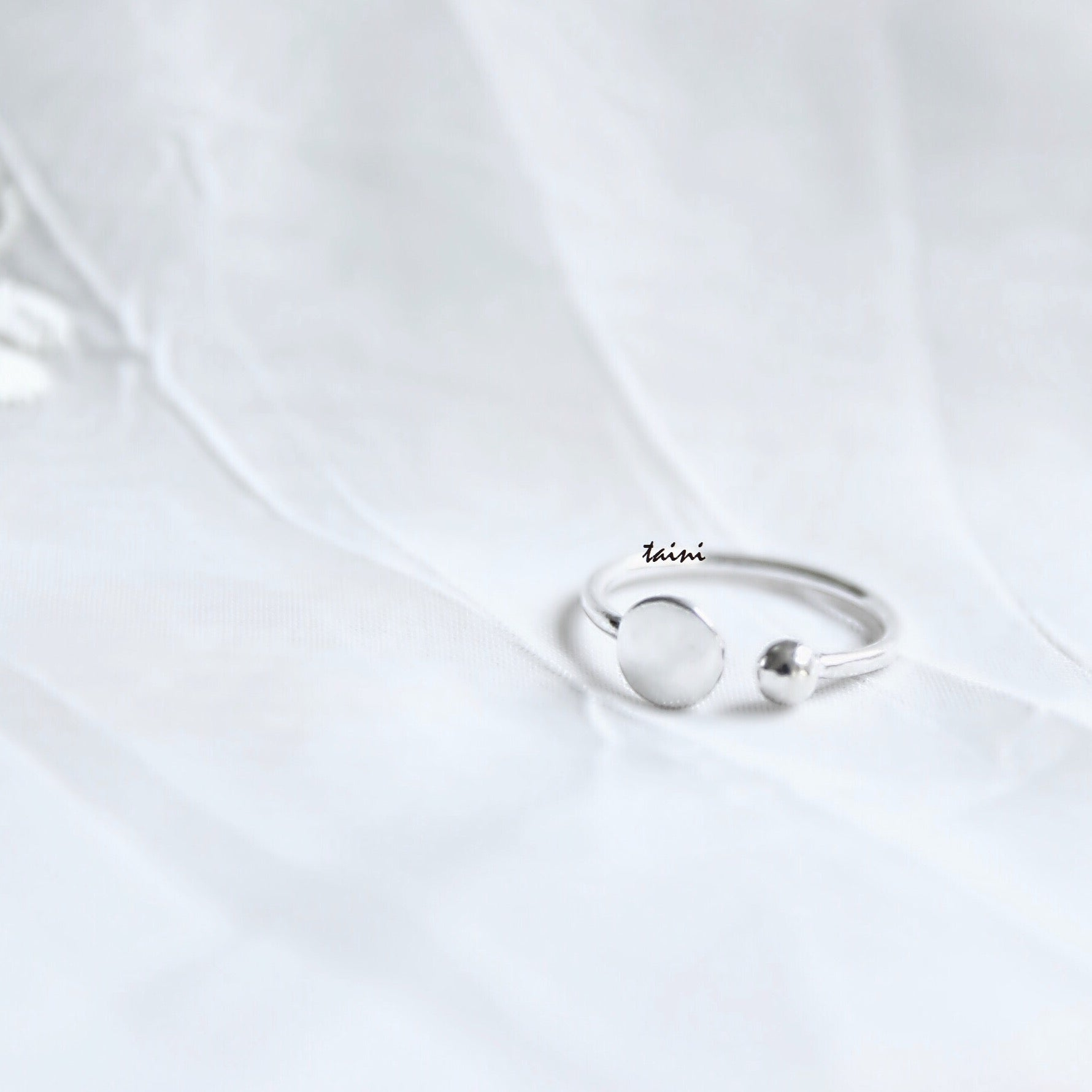 TAINI SILVER - DOT-ROUND RING