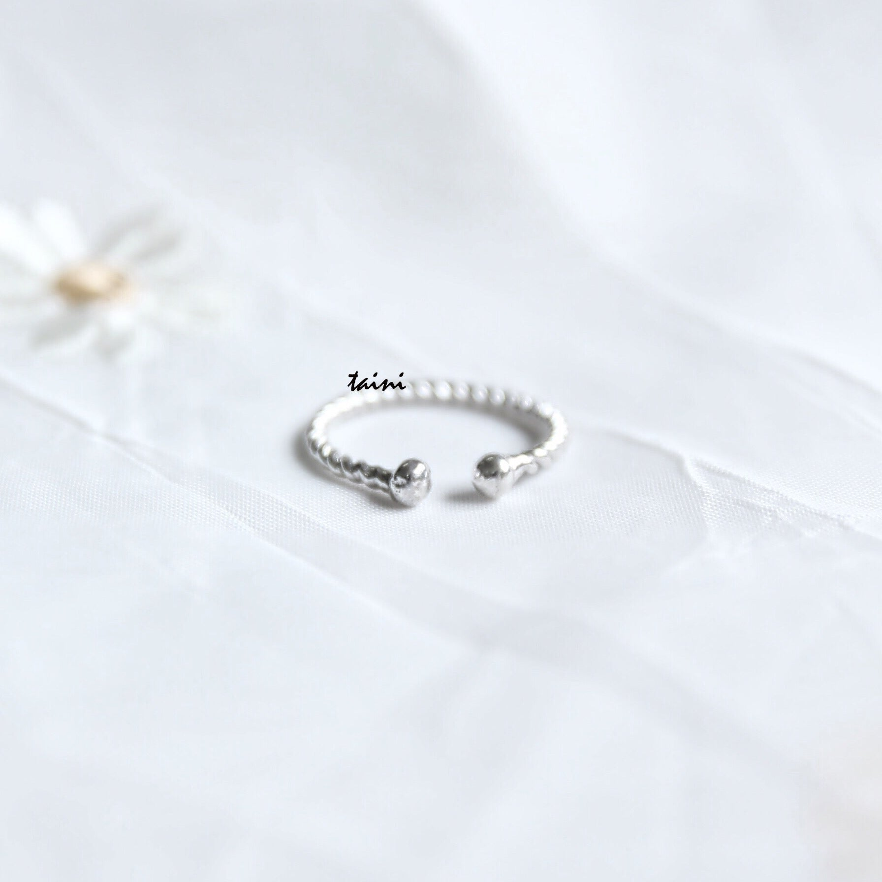 TAINI SILVER - TWISTED 2-DOT RING