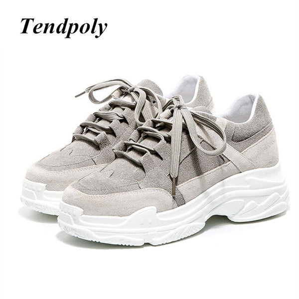 The new Sell well simple fashionable women's shoes 2018 autumn winter warm at the end of popular casual white Women Sports shoes