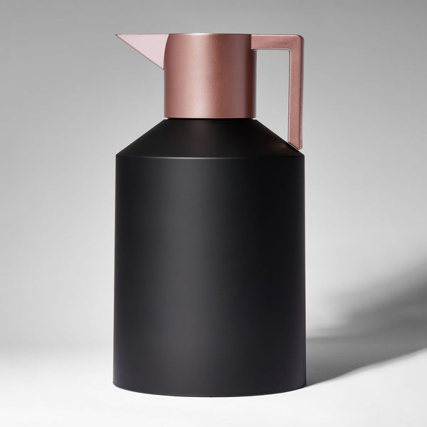 GEO VACUUM JUG <br> BLACK / METALLIC ROSE GOLD <br> 1.5 LITERS