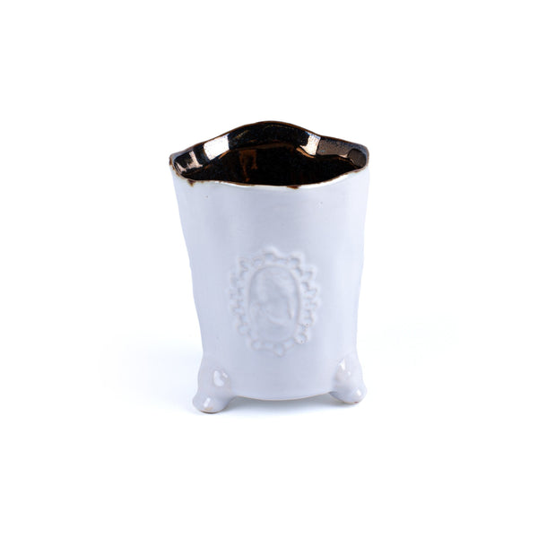 VASE WITH MOTIF <br> WHITE <br> (10 x 7.5) CM