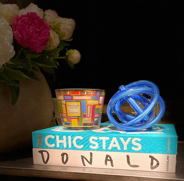 CITIES OCEAN DRIVE CANDLE <br> MANDARIN AND CEDAR <br> LIMITED EDITION <br> (18.3 x 24) CM