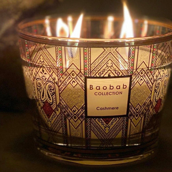 CASHMERE CANDLE<br> BERGAMOT, CEDAR, MUSK<br> LIMITED EDITION<br> (18.3 x 24) CM