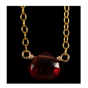 Azki Jewelry - Small pendant - Garnet