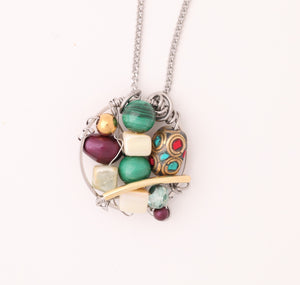 Farheen Ali-Circledrop pendant with green malachite