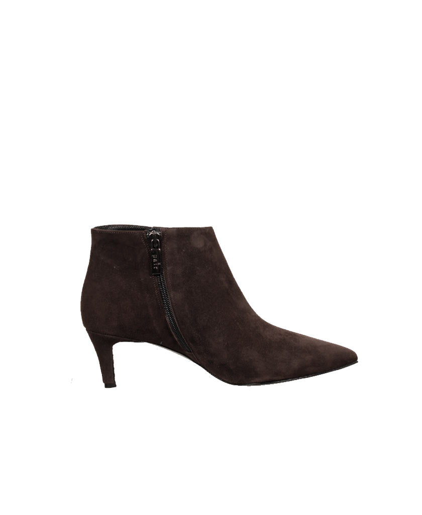 A PAIR  Plain Low Bootie - saraclausin