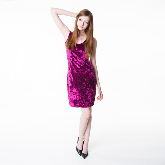 This touchably-soft bodycon is made of crushed velvet. The bodycon hugs the body in the right places.
