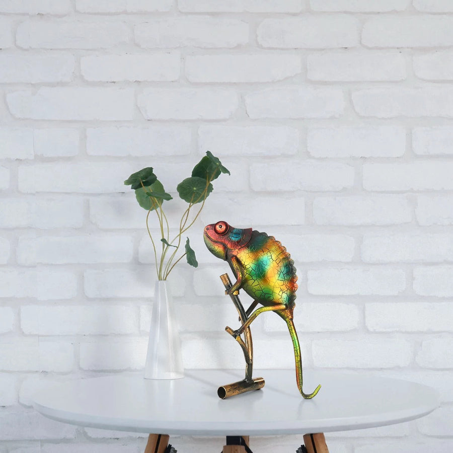 Small Colorful Lizard as Statue Ornaments