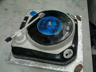Dj TURN TABLE Cake - CS0055