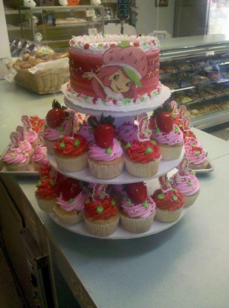 Strawberry Short Cake Cup Cakes - CC043
