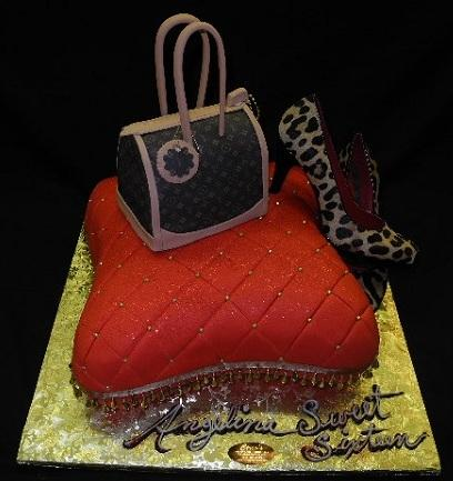 Purse and Pillow Cake - B0399