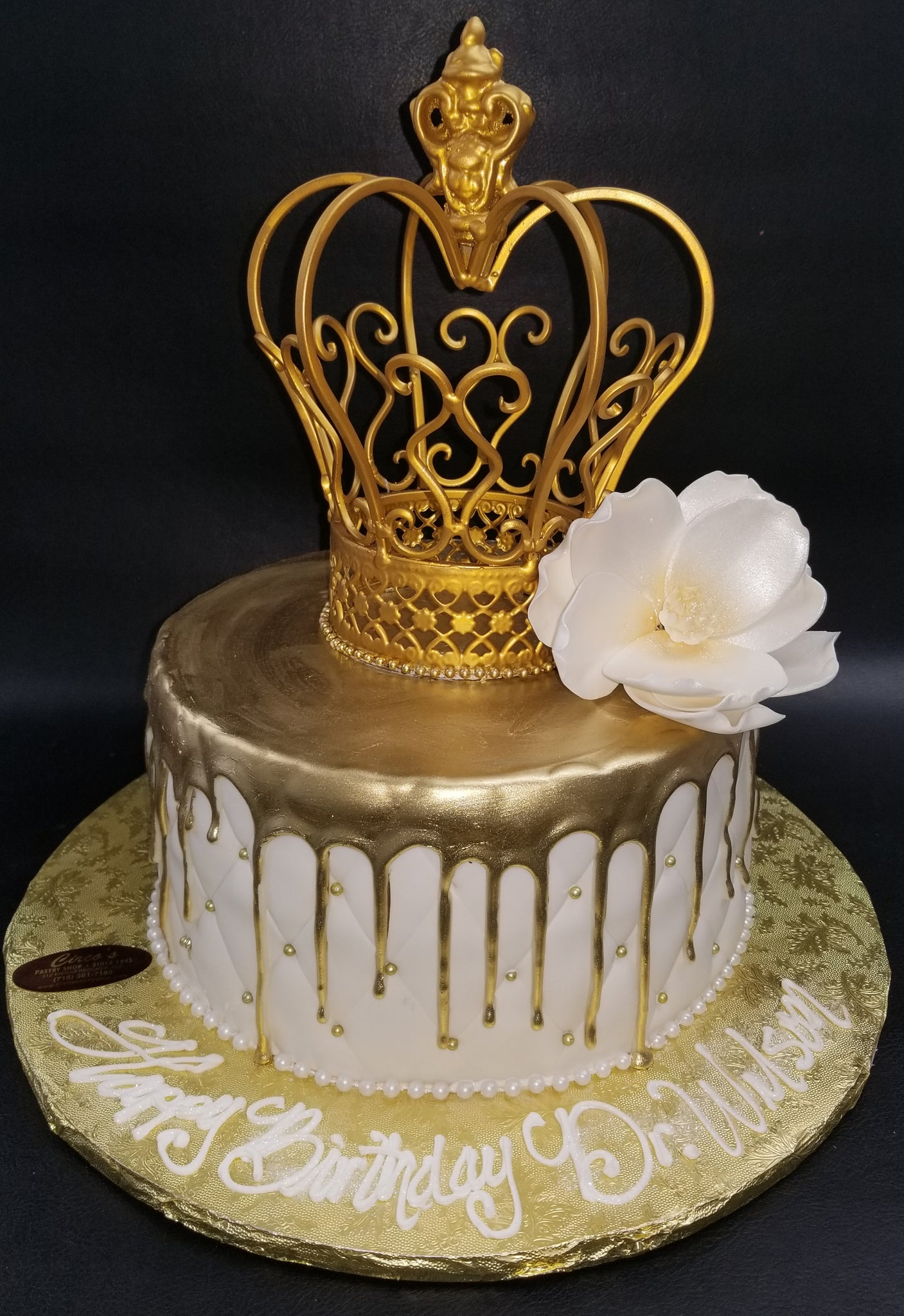 24K Gold dripping cake. B0857