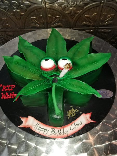 Marijuana leaf cake and cupcakes CS0297