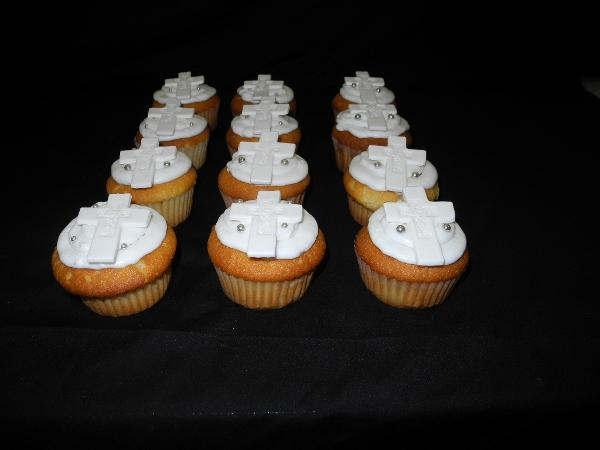 Fondant Cupcakes with Cross on top - CC079