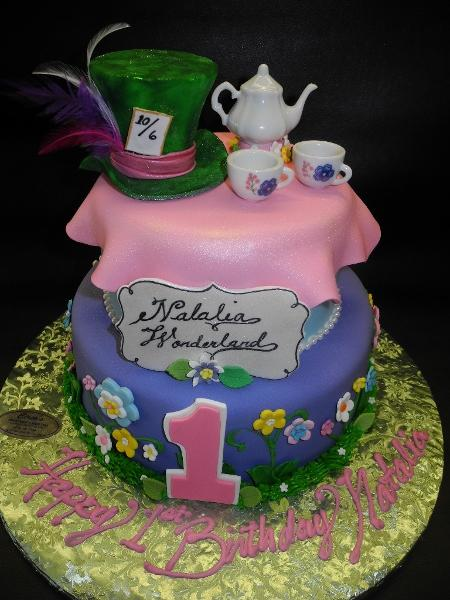 Alice in Wonderland Mad Hatter Fondant Cake
