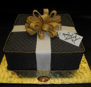 Loui Vuitton Gift Box Cake