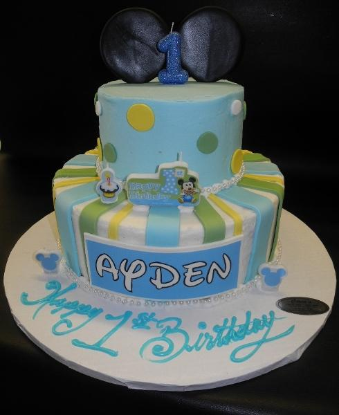 Icing Mickey Mouse Cake with Fondant Ears