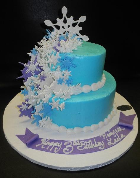 Snowflake Icing Cake with Fondant Snowflakes