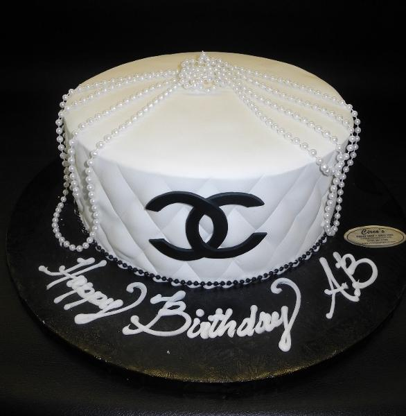 Chanel Fondant Cake with Pearls