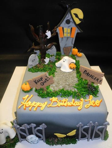 Haunted House Halloween Fondant Cake