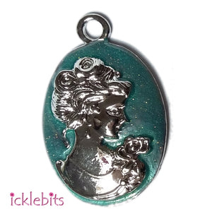 icklebits:Cameo Lady Pendant With Green/Blue Glitter