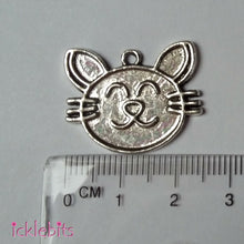 icklebits:Cat pendants (charms) x 10 - Antique silver coloured
