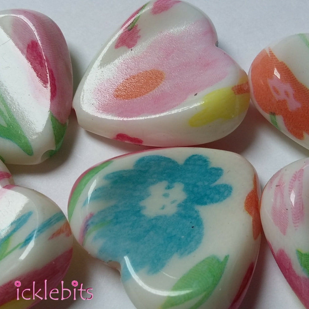 icklebits:Mixed Coloured Heart Shaped Beads. 31mm