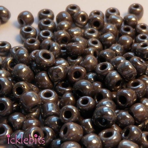 icklebits:50g Multicolour Grey Purple Seed Beads. Size 4mm (6/0)