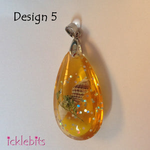 icklebits:Orange/Yellow Drop Pendant With Sea Shells and Glitter,Design 5